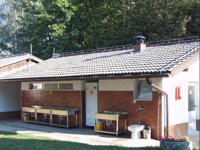 sanitarni blok v kampu Polovnik